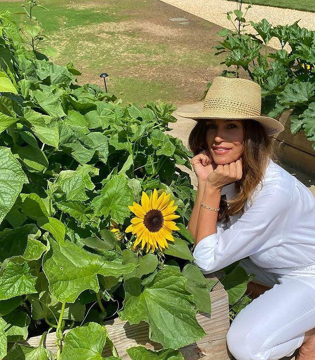 "<p>Despite being one of the most well-known supermodels for decades, Cindy Crawford still seems incredibly down to earth—and nothing highlights that better than one of her first jobs. The Illinois native told <em><a href=""https://www.townandcountrymag.com/style/fashion-trends/a19635158/cindy-crawford-interview-may-2018/"" rel=""nofollow noopener"" target=""_blank"" data-ylk=""slk:Town and Country"" class=""link rapid-noclick-resp"">Town and Country</a></em> that before she started modeling at the age of 17, she spend a summer shucking corn for $4/hour. </p><p>""My kids are very lucky, because money is not a motivating factor for them at this point in their lives,"" she said. ""It was for me when I was getting started. I felt a responsibility to work all the time.""</p><p><a href=""https://www.instagram.com/p/CF7Urw1FrVk/"" rel=""nofollow noopener"" target=""_blank"" data-ylk=""slk:See the original post on Instagram"" class=""link rapid-noclick-resp"">See the original post on Instagram</a></p>"
