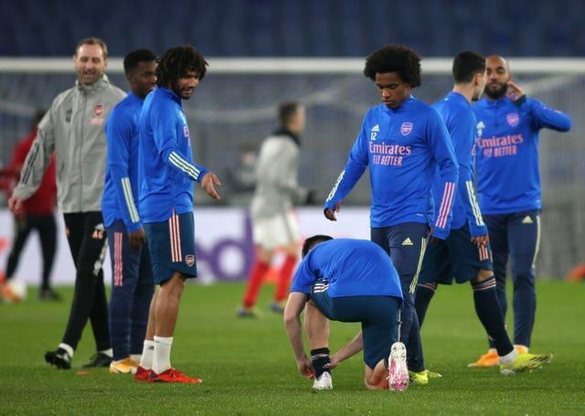 Willian warming up before the Europa League game against Benfica