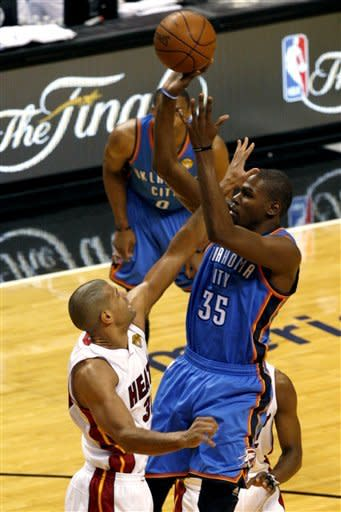 Miami Heat's Shane Battier attempts to block Oklahoma City Thunder's Kevin Durant (35) during the first quarter of Game 3 of the NBA Finals basketball series, Sunday, June 17, 2012, in Miami. (AP Photo/The Miami Herald, Charles Trainor Jr.) MAGS OUT