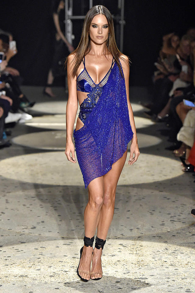 Alessandra Ambrosio in Julien Macdonald's Spring/Summer 2018 fashion show. (Photo: Catwalking/Getty Images)