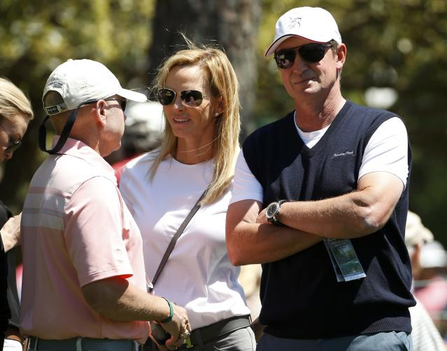 Hockey legend Wayne Gretzky (R) and his wife Janet Gretzky watch Dustin Johnson (not shown), fiance to their daughter Paulina, as he plays during the first round of the 2014 Masters golf tournament at the Augusta National Golf Club in Augusta, Georgia April 10, 2014. REUTERS/Jim Young (UNITED STATES - Tags: SPORT GOLF SPORT ICE HOCKEY)