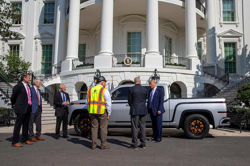WASHINGTON, DC - SEPTEMBER 28: U.S. President Donald Trump chats with Steve Burns Lordstown Motors CEO about the new Endurance all-electric pickup truck on the south lawn of the White House on September 28, 2020 in Washington, DC. They bought the old GM Lordstown plant in Ohio to build the Endurance all-electric pickup truck, inside those four wheels are electric motors similar to electric scooters.  (Photo by Tasos Katopodis/Getty Images) ORG XMIT: 775569258 ORIG FILE ID: 1277168683