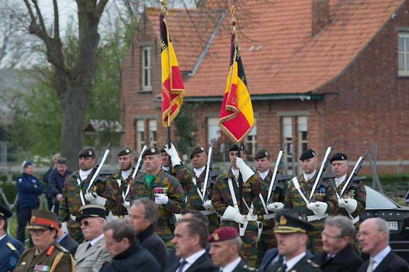 Members of the armed forces take part in a ceremony at the Cross of Reconciliation in Ieper, Belgium to commemorate the first gas attack in the First World War, on April 22, 2015 (AFP Photo/Kurt Desplenter)