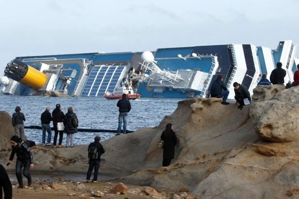 Costa Concordia cruise ship becomes ghoulish tourist attraction