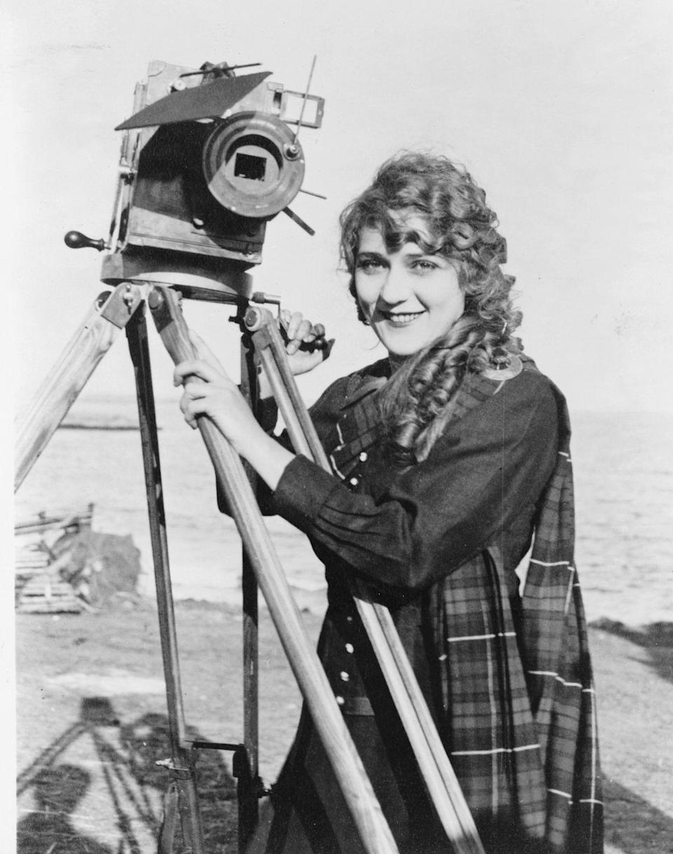 """<p>Part of top name Mary's continued popularity? Actress Mary Pickford was known as America's Sweetheart and """"the girl with curls."""" (That year, along with D.W. Griffith, Charlie Chaplin and Douglas Fairbanks, she formed the independent film production company United Artists.) As for baby names, Helen, Dorothy, John, William and James stayed in the top 3, too.</p>"""
