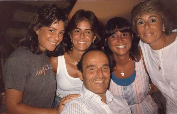 PHOTO: Donnah with her mom and step-dad Sara Jane and Ira Drescher and her two sisters Jenny and Michelle. (Drescher Family)