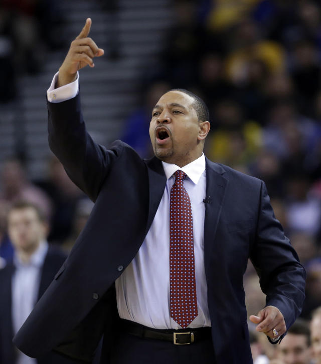 Golden State Warriors head coach Mark Jackson instructs his team against the Chicago Bulls during the first half of an NBA basketball game, Thursday, Feb. 6, 2014, in Oakland, Calif. (AP Photo/Marcio Jose Sanchez)