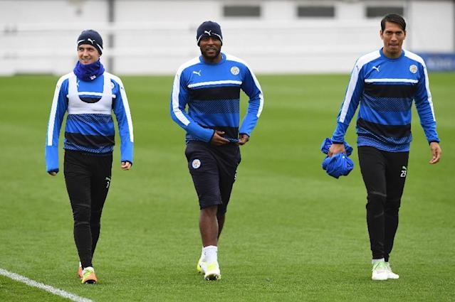 Leicester City'sdefender Ben Chilwell (L), defender Wes Morgan (C) and striker Leonardo Ulloa (R) attend a training session at Leicester City's training complex in Leicester, central England, on April 17, 2017 (AFP Photo/Paul ELLIS)