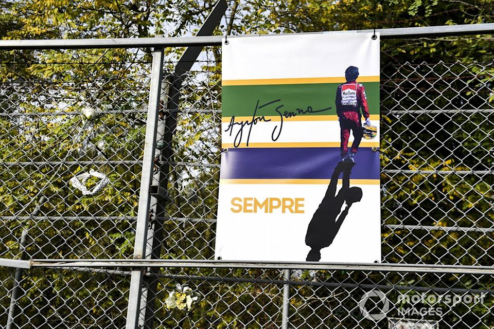 """A tribute to Ayrton Senna on the catch fence<span class=""""copyright"""">Mark Sutton / Motorsport Images</span>"""