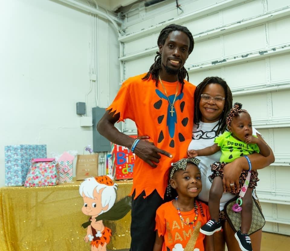 FedEx driver Justin Bradshaw, pictured with his wife Yasmine, and daughters Reagan and Nova, sanitized a family's package to help reduce their coronavirus exposure. (Photo: Courtesy of Justin Bradshaw)