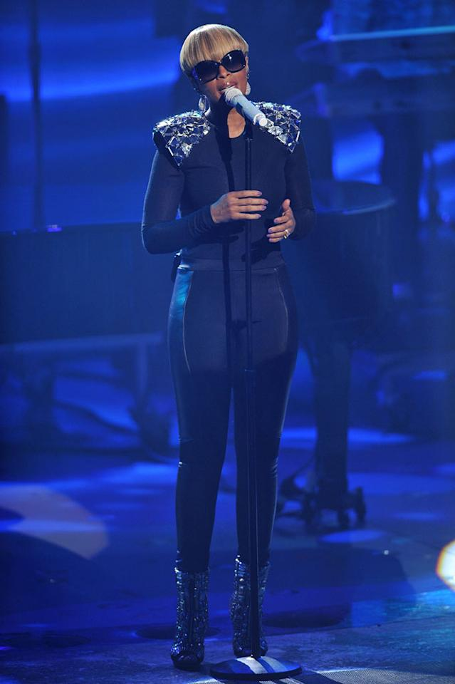 "Mary J. Blige performs on <a href=""/american-idol/show/34934"">""Idol Gives Back.""</a>"