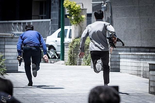<p>Members of Iranian forces run during an attack on the Iranian parliament in central Tehran, Iran, June 7, 2017. (Photo: Tasnim News Agency/Handout via Reuters) </p>