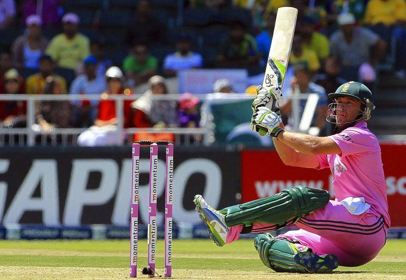 De Villiers manipulates the ball thanks to his unorthodox approach.