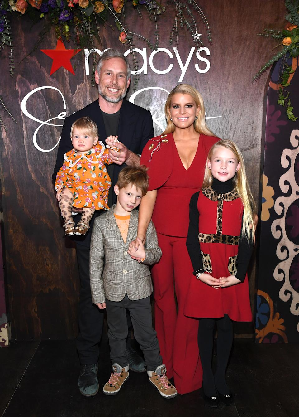 NEW YORK, NEW YORK - FEBRUARY 05: Jessica Simpson poses with Eric Johnson, Birdie Mae Johnson, Ace Knute Johnson and Maxwell Drew Johnson during a celebration of her memoir