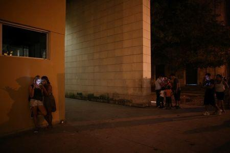 People connect to the internet at a hotspot in Havana, Cuba, November 22, 2015. REUTERS/Alexandre Meneghini