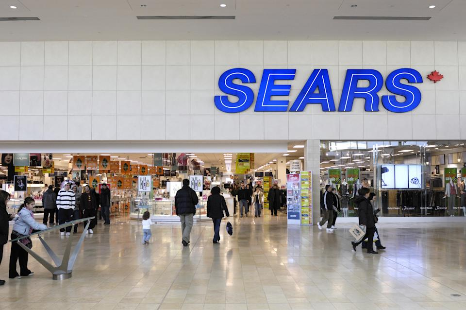 People entering Sears store, Yorkdale Shopping Centre, Toronto, Canada, Northern America VARIOUS