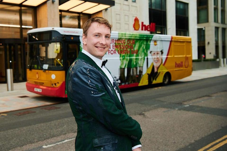 Joe Lycett stages a stunt outside Shell's HQ in London (Rob Parfitt/Channel 4/PA) (PA)
