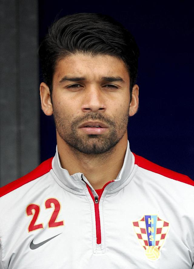 Croatia's forward Eduardo da Silva listens to the national anthem before the start of the 2014 World Cup international friendly football match between Croatia and Mali on May 31, 2014 in Osijek (AFP Photo/)
