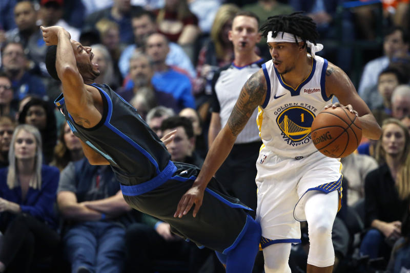 Dallas Mavericks guard Devin Harris, left, reacts after fouling Golden State Warriors guard Damion Lee (1) during the second half of an NBA basketball game, Saturday, Nov. 17, 2018, in Dallas. The Mavericks won 112-109. (AP Photo/Ron Jenkins)