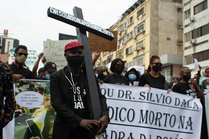 Several hundred demonstrators marched in Angola's capital over the death of a doctor detained by police for not wearing a mask