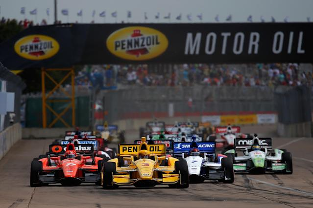 A pack of cars at the start of the Verizon IndyCar Series Shell and Pennzoil Grand Prix of Houston Race at NRG Park on June 28, 2014 in Houston, Texas (AFP Photo/Chris Trotman)