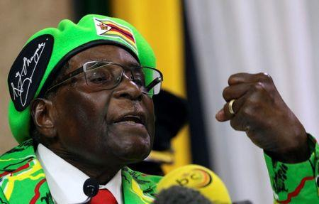 Zimbabwean President Robert Mugabe addresses a meeting of his ruling ZANU PF party's youth league in Harare, Zimbabwe, October 7, 2017. REUTERS/Philimon Bulawayo