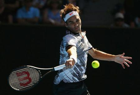 Roger Federer, far from his best, advances to Australian Open third round