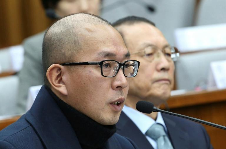 Cha Eun-taek (L), an advertising director, says Choi Soon-Sil had once asked him to recommend potential candidates for government posts