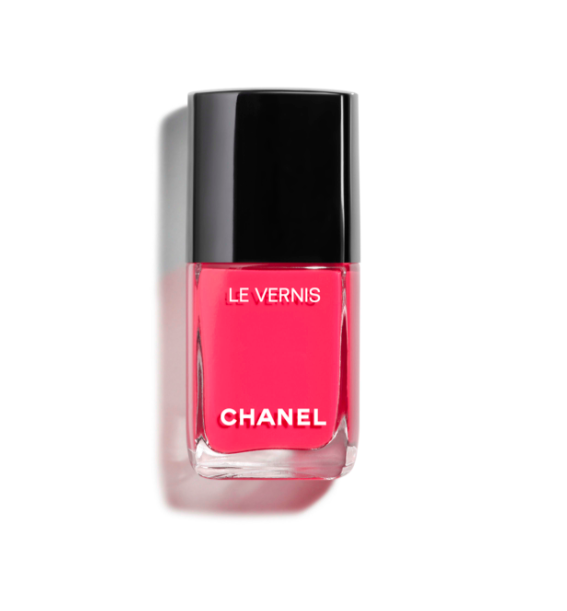 "<h3><strong>Chanel</strong> Longwear Nail Colour in Turban</h3> <br>If you're looking for a vibrant multi-dimensional <a href=""https://www.refinery29.com/en-us/best-pink-nail-polish"" rel=""nofollow noopener"" target=""_blank"" data-ylk=""slk:pink"" class=""link rapid-noclick-resp"">pink</a> that stops just short of <a href=""https://www.refinery29.com/en-us/neon-nail-polish"" rel=""nofollow noopener"" target=""_blank"" data-ylk=""slk:neon"" class=""link rapid-noclick-resp"">neon</a>, this is the bottle for you. ""My go-to coral is Turban by Chanel because it leans more pink than orange,"" says Saunders.<br><br><strong>Chanel</strong> Longwear Nail Colour in Turban, $, available at <a href=""https://go.skimresources.com/?id=30283X879131&url=https%3A%2F%2Fwww.chanel.com%2Fus%2Fmakeup%2Fp%2F159524%2Fle-vernis-longwear-nail-colour%2F%3Fgclid%3DEAIaIQobChMIz-TPu6j74QIVFVYNCh1UegX8EAYYASABEgKCS_D_BwE"" rel=""nofollow noopener"" target=""_blank"" data-ylk=""slk:Chanel"" class=""link rapid-noclick-resp"">Chanel</a><br>"