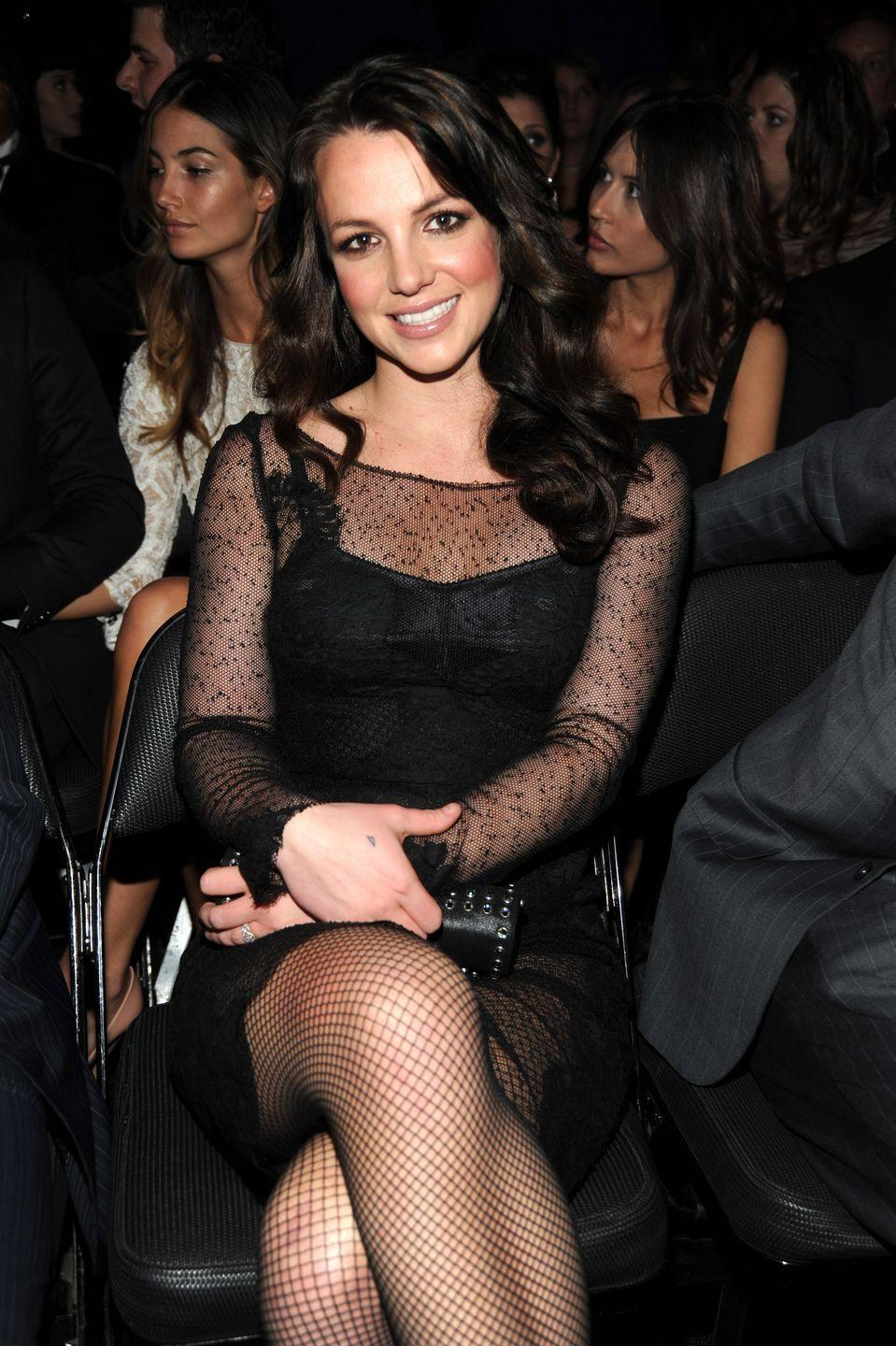 <p>Her brown, soft curls looked both retro and glamorous at the 2010 Grammy Awards.</p>