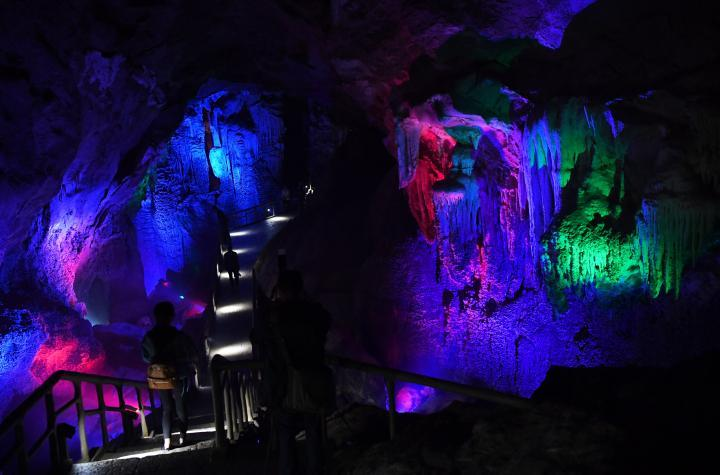 Cina, le grotte colorate di Wulong Furong