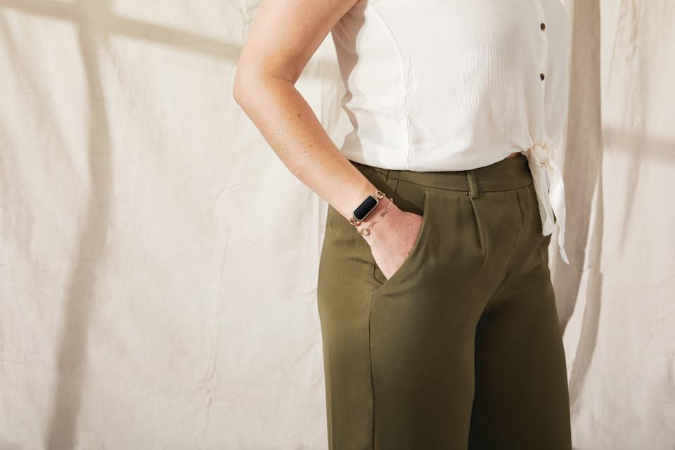 <p>Lifestyle photo of gorjana with Fitbit Luxe.</p>