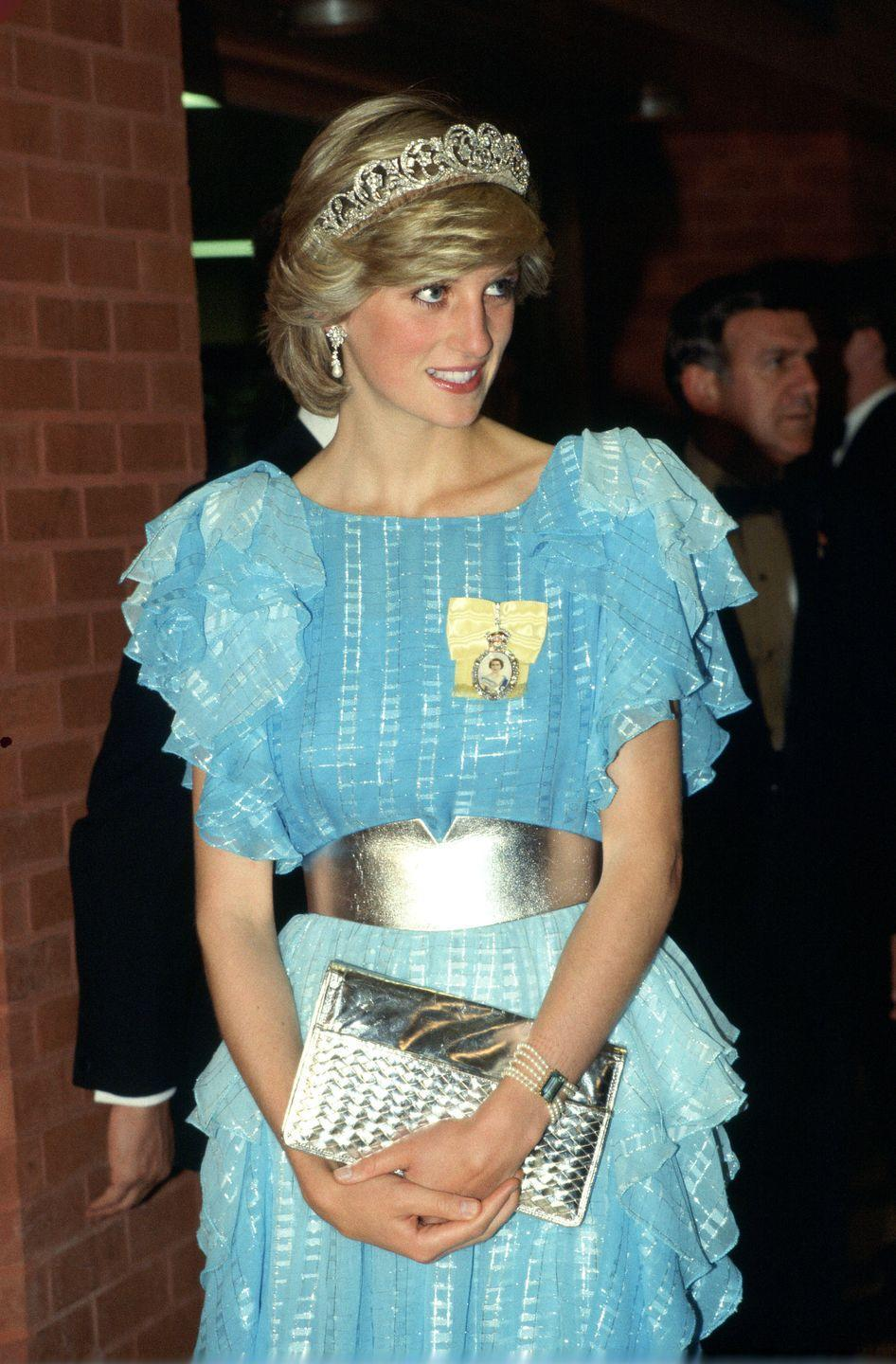 <p>To attend at a dinner hosted by the province of New Brunswick, Diana opted, once again, for the Spencer tiara and Royal Order. She chose a bright blue outfit designed by Bruce Oldfield for the occasion. <br></p>