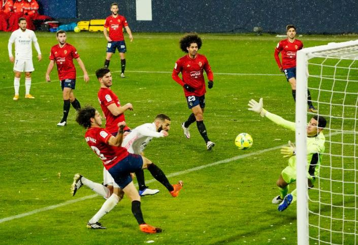 Soccer-Real Madrid frustrated by Osasuna in freezing conditions Da3fcdd61a37e77a459a6615c1cbd2ae