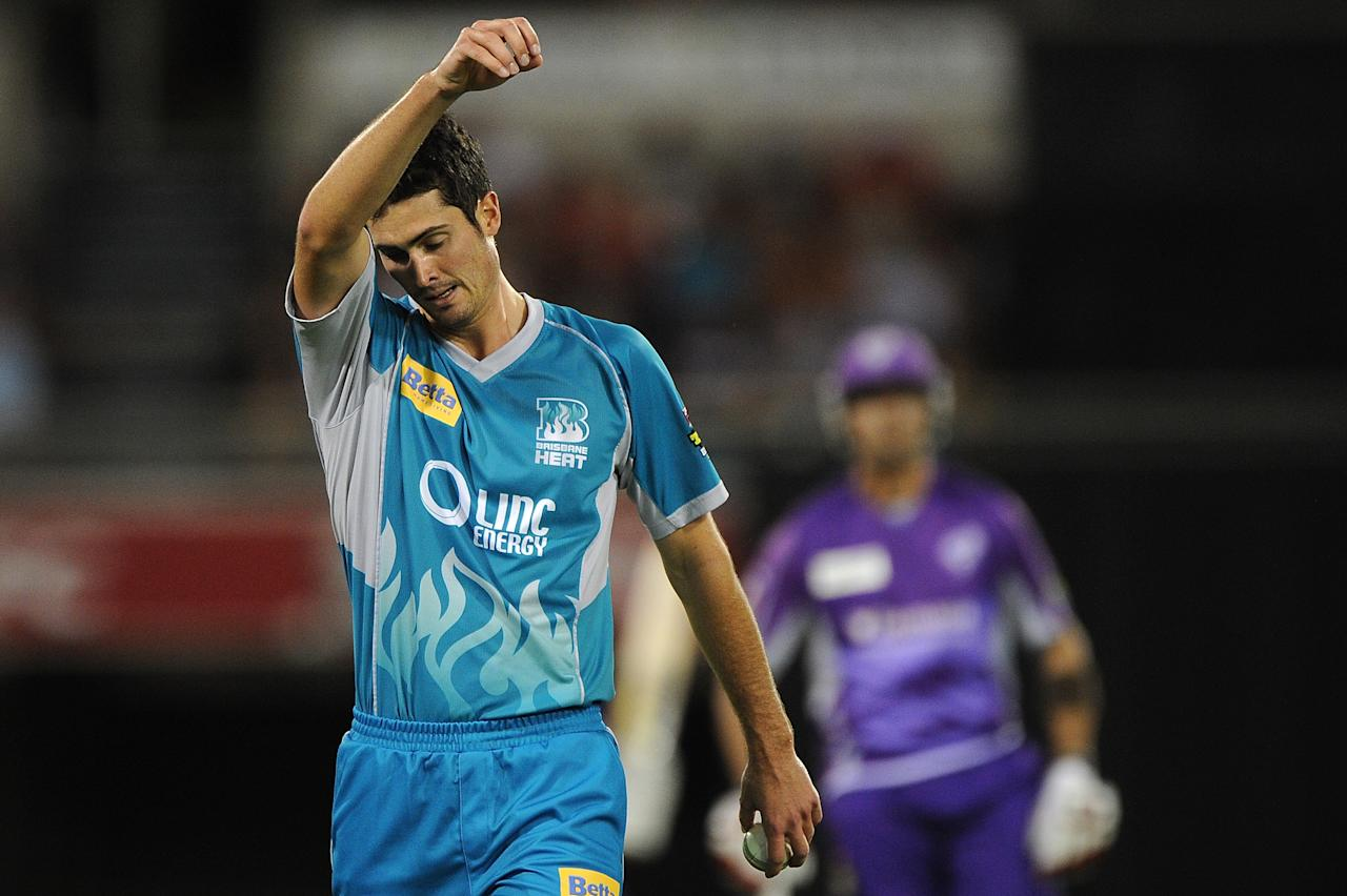 BRISBANE, AUSTRALIA - DECEMBER 09:  Ben Cutting of the Heat prepares to bowl during the Big Bash League match between the Brisbane Heat and the Hobart Hurricanes at The Gabba on December 9, 2012 in Brisbane, Australia.  (Photo by Matt Roberts/Getty Images)