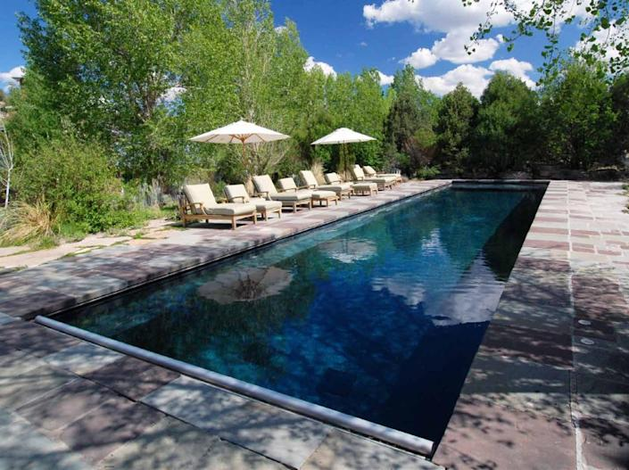 """<p>The 20-by-60-foot pool has natural filtration and no chlorine. <i>(Photo: <a href=""""http://bit.ly/1oZ16Zz"""" rel=""""nofollow noopener"""" target=""""_blank"""" data-ylk=""""slk:Swan Land Company"""" class=""""link rapid-noclick-resp"""">Swan Land Company</a>)</i><br></p>"""