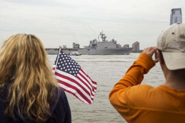 Spectators watch from Battery Park as the USS Oak Hill, a Harpers Ferry-class dock landing ship of the United States Navy, arrives in New York Harbor for Fleet Week in New York, May 21, 2014. REUTERS/Lucas Jackson (UNITED STATES - Tags: SOCIETY MILITARY)