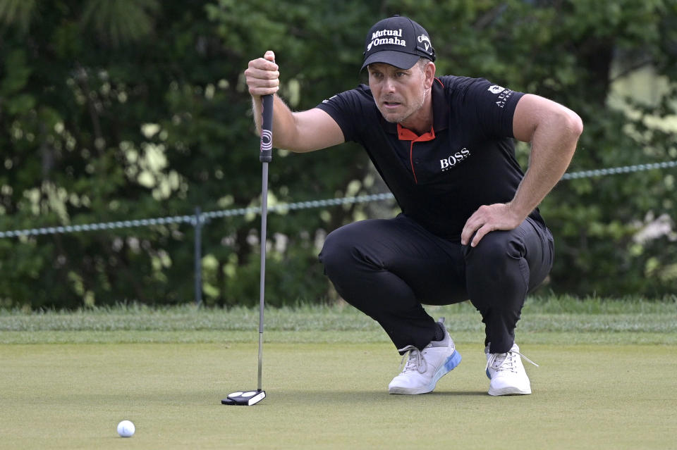 Henrik Stenson, of Sweden, lines up a putt on the sixth green during the final round of the Valspar Championship golf tournament, Sunday, May 2, 2021, in Palm Harbor, Fla. (AP Photo/Phelan M. Ebenhack)