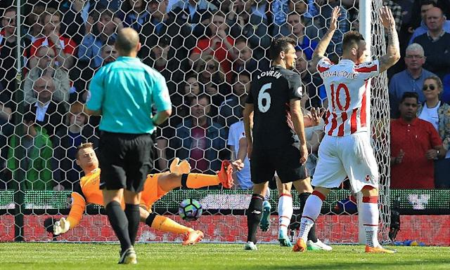 Liverpool's goalkeeper Simon Mignolet (L) dives but fails to save a shot from Stoke City's Jonathan Walters during their English Premier League match, at the Bet365 Stadium in Stoke-on-Trent, on April 8, 2017 (AFP Photo/Lindsey Parnaby)