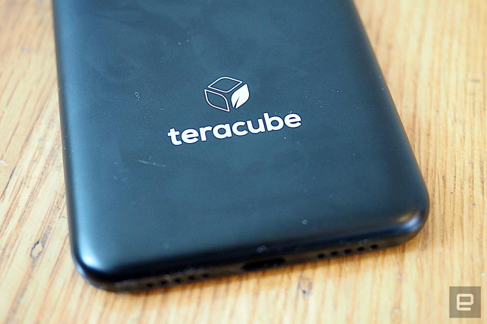 Teracube 2e is a mid-range Android smartphone with a user-replaceable battery, biodegradable case and four-year warranty.