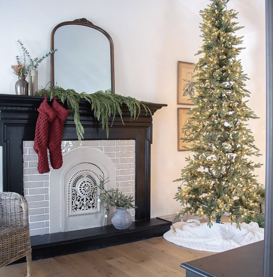 "<p>Short on time? If it's big enough, a single evergreen branch looks surprisingly chic atop the fireplace—especially with contrasting red stockings. </p><p><em>See more at <a href=""https://www.instagram.com/p/B51ZrbkFuBP/"" rel=""nofollow noopener"" target=""_blank"" data-ylk=""slk:seekinglavenderlane"" class=""link rapid-noclick-resp"">seekinglavenderlane</a>.</em></p><p><a class=""link rapid-noclick-resp"" href=""https://www.amazon.com/Pack-Unique-Burgundy-Christmas-Stockings/dp/B0747BY9DS/?tag=syn-yahoo-20&ascsubtag=%5Bartid%7C10072.g.34484299%5Bsrc%7Cyahoo-us"" rel=""nofollow noopener"" target=""_blank"" data-ylk=""slk:SHOP STOCKINGS"">SHOP STOCKINGS</a></p>"