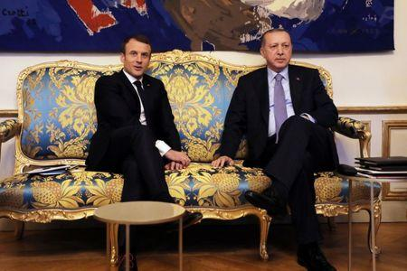 French President Emmanuel Macron (L) meets with Turkish President Recep Tayyip Erdogan at the Elysee Palace in Paris, France, January 5, 2018. REUTERS/Ludovic Marin/Pool