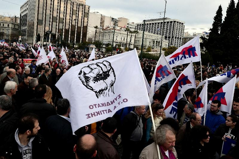 Protesters gather in front of the Greek parliament in Athens during a massive protest rally on February 4, 2016 (AFP Photo/Louisa Gouliamaki)
