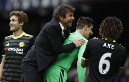 Britain Football Soccer - Everton v Chelsea - Premier League - Goodison Park - 30/4/17 Chelsea manager Antonio Conte celebrates after the match with Thibaut Courtois Reuters / Phil Noble Livepic