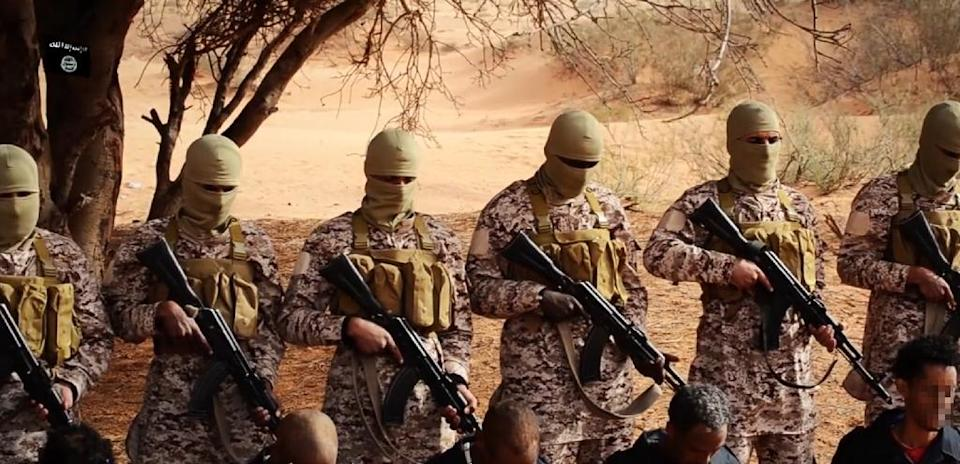 Image grab taken on April 19, 2015 from a video reportedly released by the IS group purportedly shows Ethiopian Christians captured in Libya kneeling in front of masked militants before their execution in a desert area in Libya (AFP Photo/)