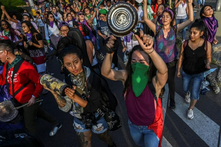 Thousands of Colombians took to the streets on November 25 to participate in a protest which coincided with the march for the International Day for the Elimination of Violence against Women