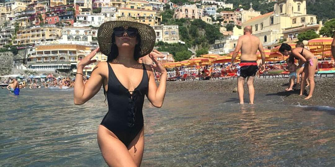 <p>Vanessa basks in the vacation of your ~dreams~ in Postiano, Italy.</p>