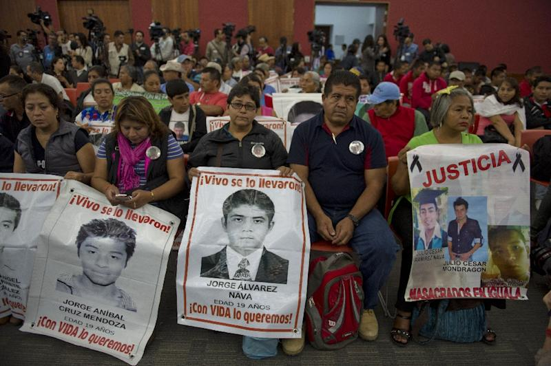 Relatives and friends of the 43 missing students wait to hear the results of an Inter-American Commission on Human Rights probe into their disappearance in Mexico City on September 6, 2015 (AFP Photo/Omar Torres)