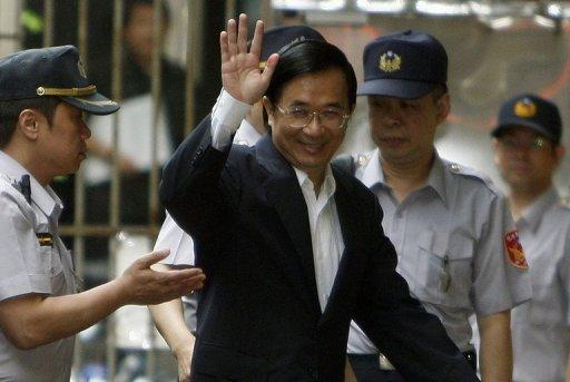 Taiwan's former president Chen Shui-bian waves as he arrives at the High Court in Taipei in 2010