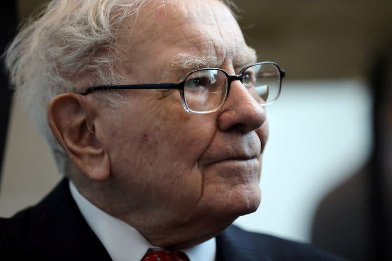 Berkshire sells entire stakes in U.S airlines - Buffett